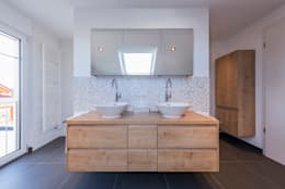 Banheiros modernos por KitzlingerHaus GmbH & Co. KG