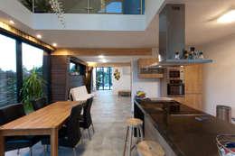 keuken-eethoek: moderne Keuken door NarrativA architecten