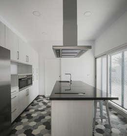 minimalistic Kitchen by FAQ arquitectura