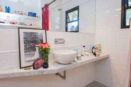 Reforma AS: Baños de estilo clásico por F - F Arquitectos