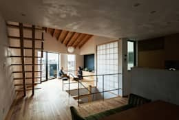 ダイニングからリビングを見る。: 藤森大作建築設計事務所が手掛けたリビングです。