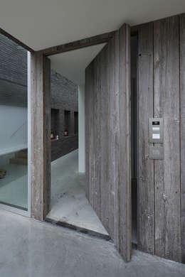 Hal-entree: moderne Huizen door Lab32 architecten