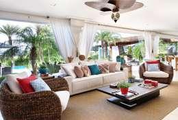 Salas/Recibidores de estilo  por Quitete&Faria Arquitetura e Decoração