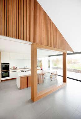 P30: moderne Keuken door das - design en architectuur studio bvba