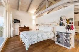 colonial Bedroom by UAU un'architettura unica