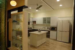Kitchen supplied by Home center: modern Kitchen by Hasta architects