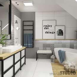 Baños de estilo  por MIKOŁAJSKAstudio