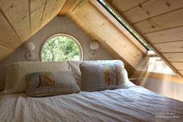 Sol Haus Design - Vina's Tiny House - Interior 5: minimalistische Schlafzimmer von Chibi Moku