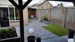 Jardines de estilo moderno por GroenerGras Hoveniers