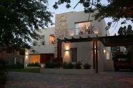Casas modernas por Rocha & Figueroa Bunge arquitectos