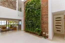 L24: Corredores e halls de entrada  por Tammaro Arquitetura e Engenharia