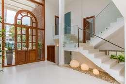 Hall de Entrada: Corredores e halls de entrada  por Tammaro Arquitetura e Engenharia