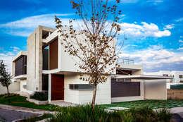 modern Houses by GENETICA ARQ STUDIO