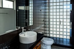 modern Bathroom by GENETICA ARQ STUDIO