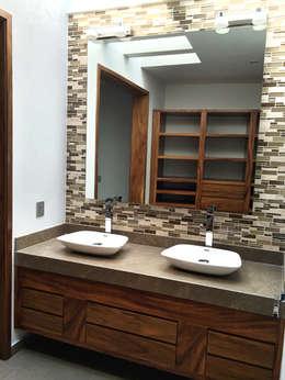 Baños de estilo minimalista por Base-Arquitectura