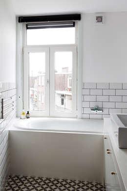 BAARSJES RENOVATION: moderne Badkamer door Kevin Veenhuizen Architects
