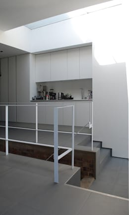 College Road, Manchester.: minimalistic Kitchen by Studio Maurice Shapero