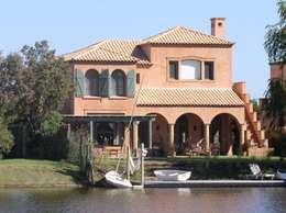 CASA EN RINCON DE MILBERG - TIGRE: Casas de estilo clásico por Rocha & Figueroa Bunge arquitectos