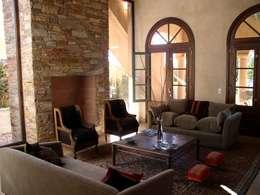 CASA EN RINCON DE MILBERG - TIGRE: Livings de estilo clásico por Rocha & Figueroa Bunge arquitectos