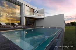 Casas de estilo moderno por Kroma Photo