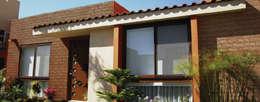Piedra Piedrin Oro Viejo: Paredes y pisos de estilo moderno por ENFOQUE CONSTRUCTIVO