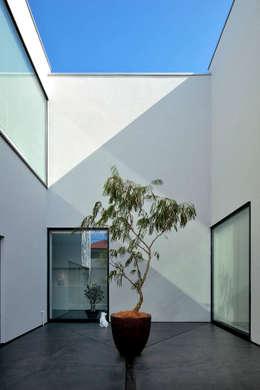 浜田山の家: 遠藤誠建築設計事務所(MAKOTO ENDO ARCHITECTS)が手掛けた庭です。