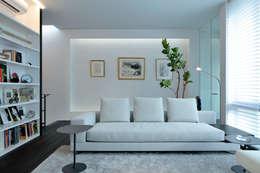 浜田山の家: 遠藤誠建築設計事務所(MAKOTO ENDO ARCHITECTS)が手掛けたリビングです。