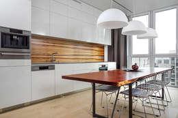 Двухуровневая квартира на Петергофском шоссе: Кухни в . Автор – background архитектурная студия