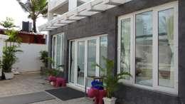 Ventanas de PVC de estilo  por Green Home Solution