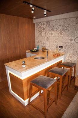 50GR Mimarlık – Teraslı çatı katı oda tasarımı: modern tarz Mutfak