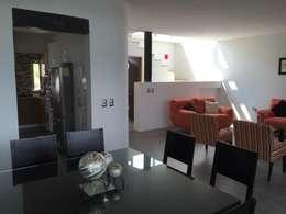 Interior: Comedores de estilo moderno por Cahtal Arquitectos