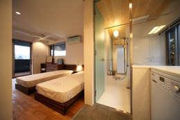 haus-kuro: 一級建築士事務所hausが手掛けた浴室です。
