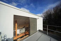 haus-gap: 一級建築士事務所hausが手掛けたベランダです。