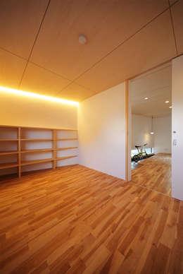 haus-gap: 一級建築士事務所hausが手掛けた寝室です。