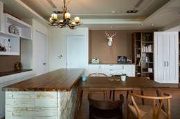 岩感、霧棕色牆,映襯粗獷空間質感:  餐廳 by 青瓷設計工程有限公司