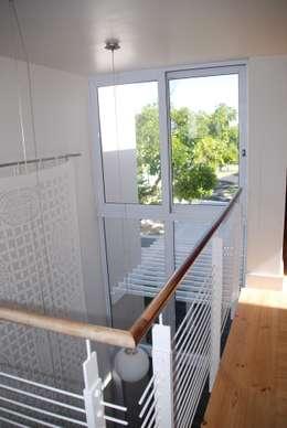 HOLIDAY HOME KNYSNA:  Corridor & hallway by Gallagher Lourens Architects