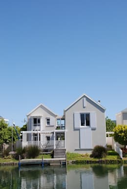 HOLIDAY HOME KNYSNA: colonial Houses by Gallagher Lourens Architects