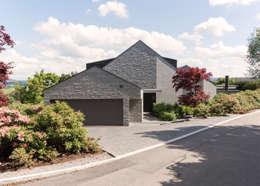 Moderne einfahrten einfamilienhaus  Modernes Einfamilienhaus mit grauem Naturstein
