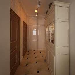 الممر والمدخل تنفيذ Дизайн-бюро Анны Шаркуновой 'East-West'