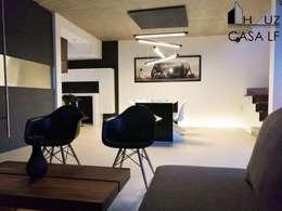 CASA LF: Salas de estilo moderno por HAUZ-ARQ