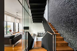Courtyard House:  Corridor, hallway by ming architects