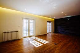 modern Living room by NOVACOBE - Construção e Reabilitação, Lda.