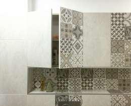 Bagno Verde: Bagno in stile in stile Eclettico di Alessandro D'Amico