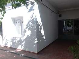 Después de la Reforma. Vista del patio de la vivienda.:  de estilo  de Arquigestiona Reformas S.L.