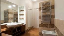 Salle de bains de style  par Archifacturing