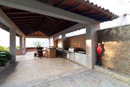 Casa 906: Jardines de estilo moderno por Objetos DAC