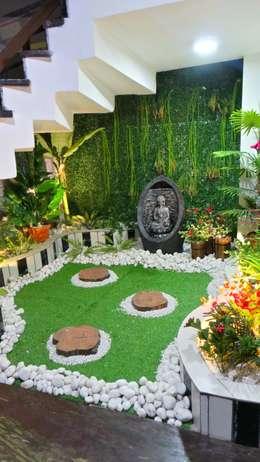 Bungalow :  Interior landscaping by Shadab Anwari & Associates.