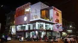 Bungalow : modern Houses by Shadab Anwari & Associates.