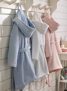 Childrens Zero-Twist Pure Cotton Bathrobe with Hood: modern Bathroom by King of Cotton
