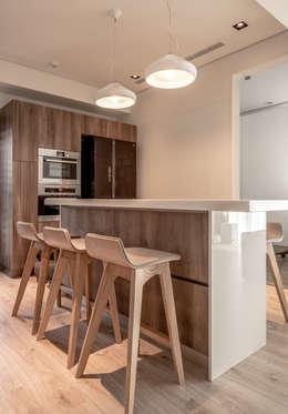 modern Dining room by 觀林設計